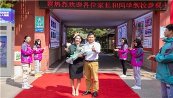 五百强企业高管走进云南新华电脑学校!