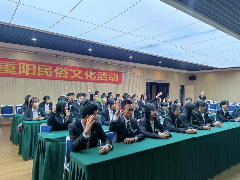 云南新华校团委开展重阳节系列活动