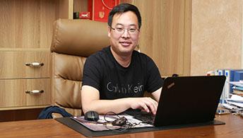 【创业之星】李玉飞:技术才是成功的敲